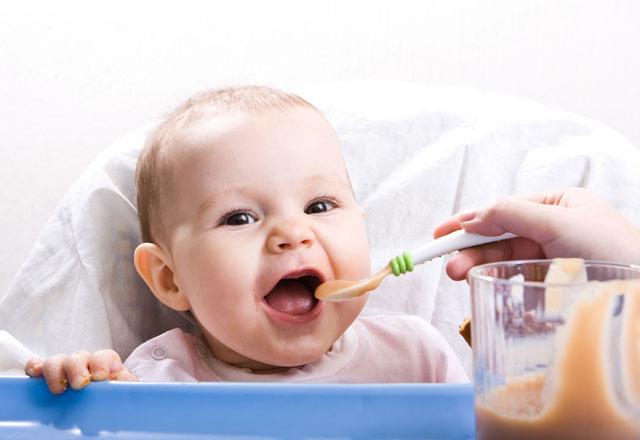 bebekler-hangi-ayda-neler-yemeli--6738695